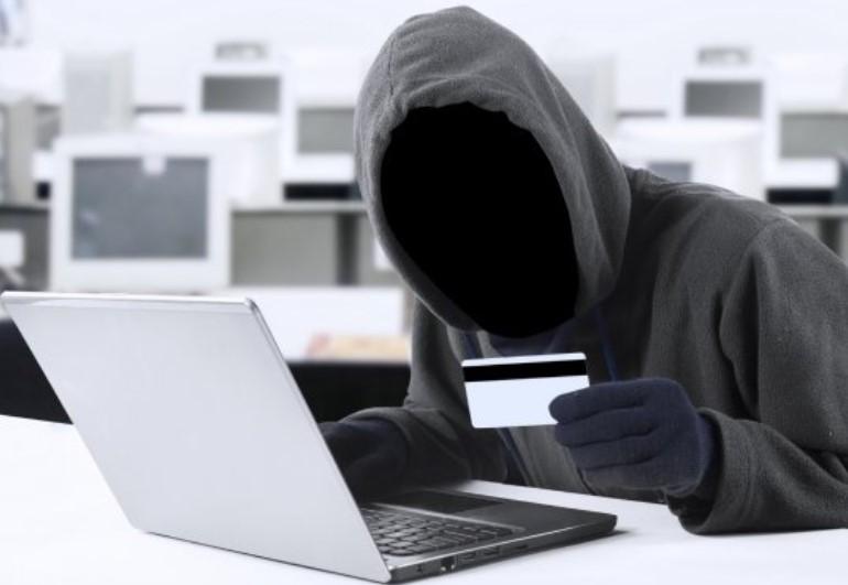 При утере карты срочно информируйте банк и блокируйте ее
