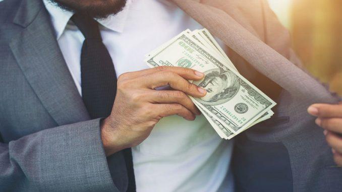 Если человек взял в долг и не отдает, то что делать?